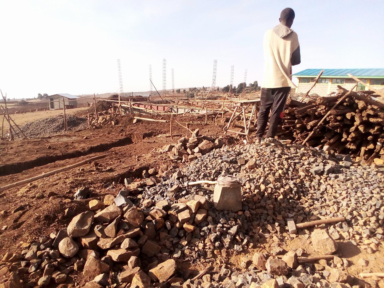 construcción de la escuela en Sona Etiopía