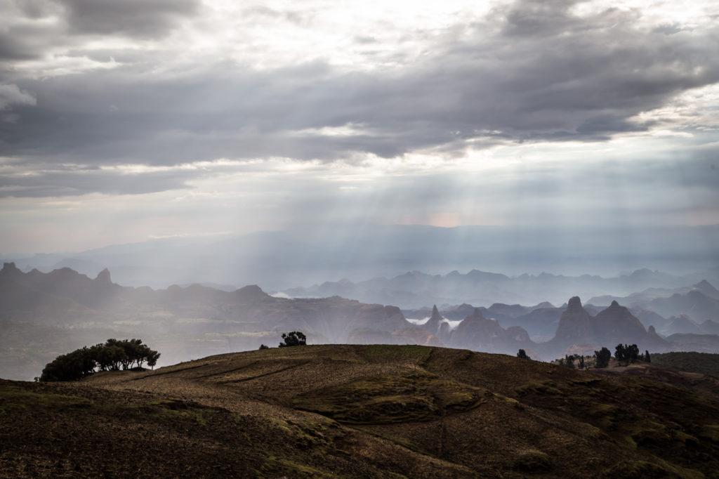 calendrier, date et heure éthiopie - coucher de soleil dans les montagnes du Simien.