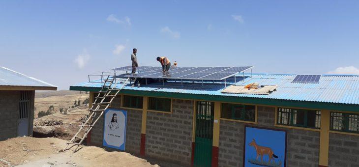 L'électricité arrive à l'école de Sona !
